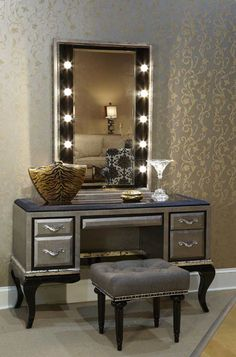 Lavish Bedroom Vanity Sets With Lighted Mirror And Rectangle Puff On Woodenu2026