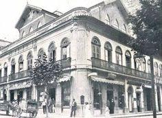 """1914 - Rua Anchieta, região da Sé. Na esquina o Bar Viaducto que tinha em depósito a famosa manteiga """"Viaducto""""."""