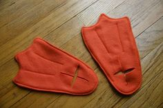 Good duck feet for lulu's ducky momo costume #DIY #crafts