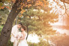 秋のロケーションフォトは夕暮れ時がポイント! 柔らかな光が、どことなくロマンティックな雰囲気