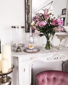 Anni (@fashionhippieloves) • Instagram-foto's en -video's Cozy Corner, Videos, House Design, Vase, Table Decorations, Instagram, Furniture, Home Decor, Photos