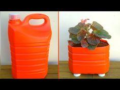Bottle Garden, Diy Bottle, Plastic Bottle Crafts, Recycle Plastic Bottles, Diy Crafts Hacks, Diy Arts And Crafts, Garrafa Diy, Eco Deco, Diy Halloween Decorations