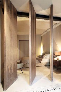 House in Athens by Minas Kosmidis Portes sur pivot // cloison chambre