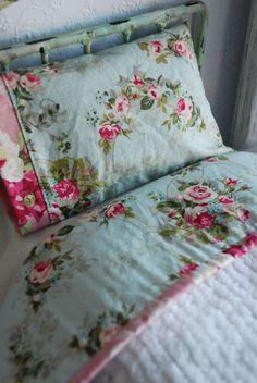 Ce couvre-lit de chenille darling 100 % coton est parfait pour de votre Blythe (ou toute poupée adorable 11.5 ) décor cottage. Ce couvre-lit est
