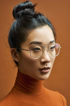 Victoria Chang shot by Ben William Scott with MUA Erica Basha featured on Fstoppers portrait of the day :D Face Drawing Reference, Human Poses Reference, Pose Reference Photo, Pose Portrait, Female Portrait, Fotografie Portraits, Reference Photos For Artists, 3 4 Face, Poses References