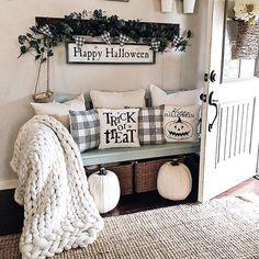 Farmhouse style Halloween decor   Entryway Halloween decor   Neutral fall decoration ideas #halloween #halloweendecor #farmhousestyle #farmhousedecor