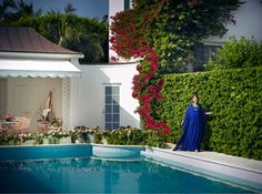 Evelyn Lauder poolside in Palm Beach. Beach Mansion, Beach House, Outdoor Spaces, Outdoor Living, Outdoor Decor, Gracie Wallpaper, Botanical Bedroom, Old Florida, Tropical Landscaping