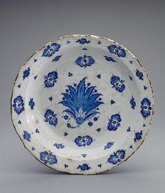 Faience Dish - Turkey, Iznik - Second quarter of 16th century - The State Hermitage Museum