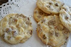 This easy White Chocolate Chip Pecan Shortbread Cookie recipe makes the perfect delicate, light shortbread cookies. The slice and bake dough freezes well, too, so you can bake them up whenever the urge strikes! Macadamia Cookies, Chocolate Chip Shortbread Cookies, Pecan Cookies, Yummy Cookies, Cookie Desserts, Cookie Recipes, Dessert Recipes, Baking Cookies, Candy Recipes