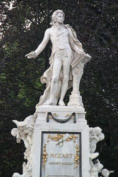 Statue in honor of Wolfgang Amadeus Mozart.  Vienna, AUSTRIA.