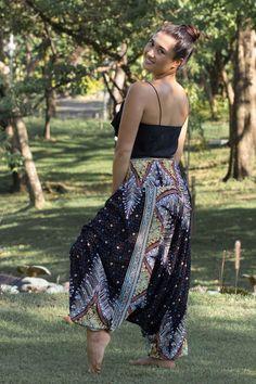 Calça Pavão Preta - A mais bonita do site! Se for me dar um presente dessa loja tem que ser a Calça Thai modelo PAVÃO PREEEETAAAA!!! :)