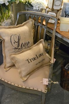 60 Burlap DIY Projects That Will Add Coziness and Health to Your Shelter Burlap Projects, Burlap Crafts, Pillow Crafts, Diy Crafts, Burlap Pillows, Decorative Pillows, Burlap Curtains, My Home Design, Designers Guild