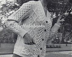"SUNBEAM Aran Knitting Pattern Femmes Aran Cardigan 1025 Taille 34//40/"""