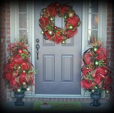 My Christmas Decor & Friends Giveaway! Christmas Topiary, Christmas Porch, Noel Christmas, Outdoor Christmas Decorations, Winter Christmas, All Things Christmas, Christmas Wreaths, Christmas Ideas, Holiday Ideas