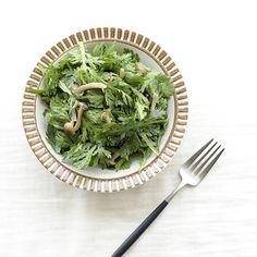 【食材活用レシピ】キノコと青菜を混ぜるだけ!ホットサラダのレシピ