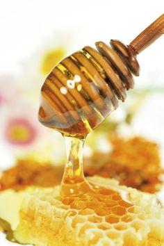 Il miele  Tutto il nostro Paese è l'unico a poter produrre più di 30 diversi tipi di miele. E molti di questi sono prodotti proprio nella nostra regione Lazio e in abbondanti quantità.  Il Lazio infatti  – dati Arsial -  è considerato tra le prime regioni italiane per vocazione apistica, per numero di addetti e per quantità di prodotto ottenuto.