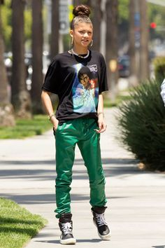"""teenvogue: """" Sweats aren't just for the gym! Fashion forward celebs like Zendaya have been rocking the casual look out and about, proving that style is more than just a pointy pair of stilettos. Mode Zendaya, Estilo Zendaya, Zendaya Outfits, Zendaya Style, Zendaya Fashion, Zendaya Hair, Zendaya Coleman, Tomboy Fashion, Teen Fashion"""