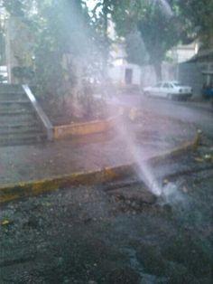 Y en San Bernardino se bota el agua por tubo roto. pic.twitter.com/ScC0xClX4e vía @joseucalderon