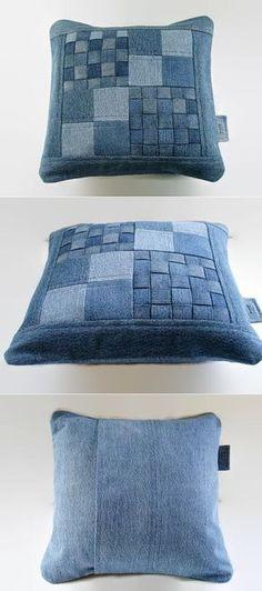 Cojín en tela vaquera - Denim Pillow Cover 14 x 14 Decorative Pillow от SuzqDunaginDesigns Jean Crafts, Denim Crafts, Artisanats Denim, Denim Purse, Denim Ideas, Sewing Pillows, Quilted Pillow, Patchwork Pillow, Soft Furnishings