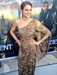 #Tris has arrived! #DivergentPremiere SHAILENE YOU LOOK SO GORGEOUS