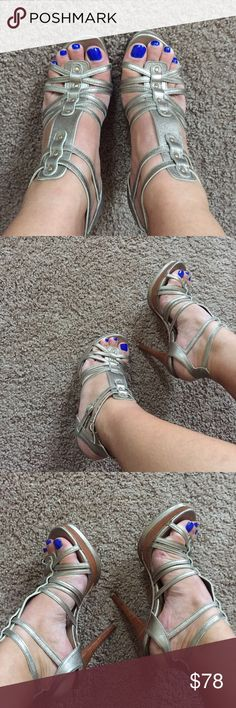 Stuart Weitzman heels I love this shoes so much, but it's time to make some room in my closet. They been worn several times, however like new condition! Lmk if you have any question! Authentic!!!! Bronze color Stuart Weitzman Shoes Heels