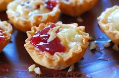 Raspberry Brie Tartlets a really quick appetizer with only 4 ingredients! Brie Appetizer, Quick Appetizers, Appetizer Recipes, Dessert Recipes, Recipes Dinner, Halloween Appetizers, Holiday Appetizers, Holiday Recipes, Gluten Free Puff Pastry