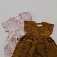 671 vind-ik-leuks, 56 reacties - jamie kay (@jamiekaystore) op Instagram: 'Rose smoke & golden short sleeve muslin dresses. Jamie Kay online exclusive 8pm NZT tomorrow night.…'