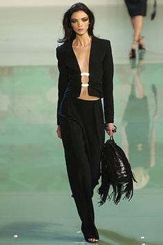 Valentino Spring 2003 Ready-to-Wear Fashion Show - Valentino Garavani, Mariacarla Boscono (Viva)