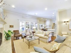 Beautiful light and bright living room! (4712 Manning Drive, Colleyville)