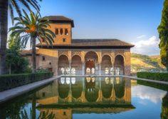 El embrujo de Granada: De la Alhambra y Sierra Nevada al Albaicín y el Sacromonte