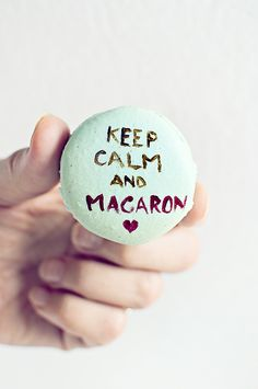 """Keep Calm and Macaron"" -- Totally tickled me! This ""Christmas Macarons"" post (in Romanian) has a recipe and more beautifully decorated turquoise blue macarons at the click-through; made with pomegranate molasses, allspice, cinnamon, and candied orange. Macaron Quotes, Cake Pops, Donuts, Pomegranate Molasses, French Macaroons, Cupcakes, Macaron Recipe, Dessert Buffet, Cookie Decorating"
