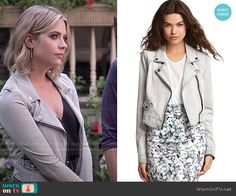 Hanna Marin (Ashley Benson) wears this Light washed denim biker jacket in this episode of Pretty Little Liars. It is the Kiind Of Light Wash Denim Moto Jacket. Buy it HERE This was worn by Hanna in multiple episodes Pretty Little Liars Hanna, Pretty Little Liars Outfits, Pretty Little Liars Seasons, Justin Bieber Sleeve, Hanna Marin, Hanna Pll, Fashion Tv, Fashion Outfits, Lucy Hale Style