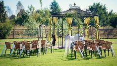 Wir beherbergen eine Außenstelle des Standesamtes Blankenfelde-Mahlow, so dass Sie Ihre Hochzeit direkt nach der Trauung in den für Sie vorbereiteten Räumlichkeiten feiern können. Wenn Sie sich lieber unter freiem Himmel trauen lassen möchten, empfehlen wir Ihnen den festlich geschmückten Pavillon in unserem Garten. Der Garten bietet schöne Fotomotive und Möglichkeiten für einen Spaziergang. #aussentrauung #traumhochzeit #traumhochzeitsfabrik #vandervalk #vandervalkhotel #vandervalkhotels