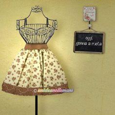 Quanta stoffa serve per…? All Craft, Prezzo, Two Piece Skirt Set, Singer, Summer Dresses, Tutorial, Tank Tops, Hobby, Outfits