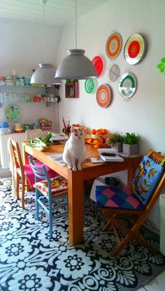 Hier wird gegessen, geschrieben, genäht, gearbeitet... und von Katzen auch als Ausguck benutzt: der