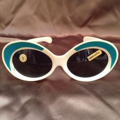Hey, I found this really awesome Etsy listing at https://www.etsy.com/listing/231307334/1960s-mod-ivory-and-teal-italian