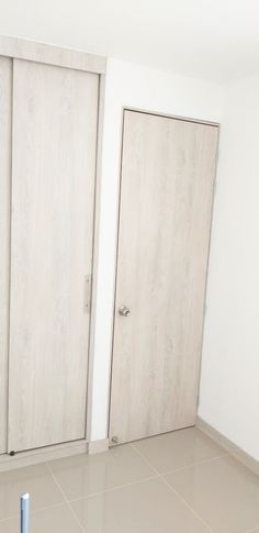 puerta en madera Armoire, Tall Cabinet Storage, Furniture, Home Decor, Wood, Style, Clothes Stand, Decoration Home, Closet