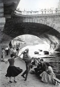 #black and white #photo -Paris 1950 anyone know who the photographer is/was?