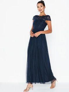Maxikjole - Festkjoler - kvinne - på nett - NELLY.COM Bridesmaid Dresses, Wedding Dresses, Beach Club, Ralph Lauren, Couture, Products, Fashion, Bridesmade Dresses, Bride Dresses