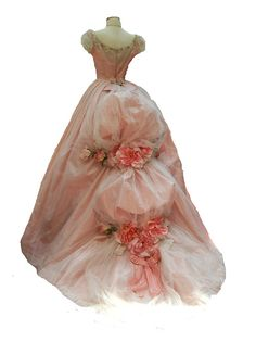 Victorian gown ... I may have been born a couple hundred years too late.  Love these beautiful old gowns