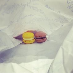 #throwback a #week ... #macaroons from mini maaaaaaa # to #forgetmenot before a long #visarun. He #surprised me with them as these #cookies were the first #gift he ever gave me ... not knowing (but somehow sensing) they were so appropriate for a #glutenfree lady like me. I ate these (pictured) #slowly so I would retain the #memory. #Time passes but #quality lingers  #unforgettable #