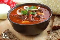 """Bogracz czyli jedna z najlepszych potraw kuchni polskiej. To nie pomyłka. Bogracz, choć mocno inspirowany kuchnią węgierską, stanowi część rodzimej sztuki kulinarnej. Jak ryba po grecku albo pierogi ruskie. """"Bogrács""""to po węgiersku po prostu kociołek mocowany na trójnogu, który stawia się nad ogniskiem i najczęściej …"""