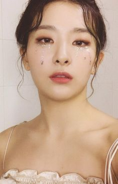 Princess don't cry, but seulgi is a queen Red Velvet Seulgi, Red Velvet Irene, Black Velvet, Kpop Girl Groups, Kpop Girls, Makeup Inspo, Makeup Inspiration, Asian Music Awards, Japonese Girl