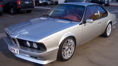 Une vraie rareté que ce coupé 635 CSI de 1988 que nous découvrons légèrement tuné et très bien réalisé, pour ne pas dire fini. Ce coupé de 1988 a délaissé son L6 de 3.5 L et 218 chevaux associé à u…