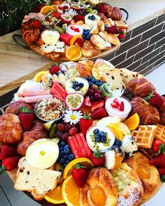 YUMMY! Breakfast platters for those early morning meetings ☕️|#nibbleandgraze #antipastoplatter #grazingtable #fruitplatter #cheeseplatter #chocolateplatter #cheesetowercake #sydneycatering #sydneyevents #corporateevents #weddedwonderland #freshfood #giftideas #breakfastplatter