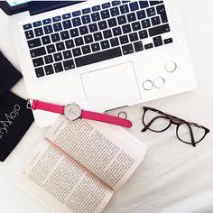 FRIDAY ! Tic.Tac. Tic. Tac Weekend is loading… #verymojo #montres #watch #tictac #flatlay #pink #woman #work #workingday #office #friday #tgif #friyay ► www.verymojo.com ◄
