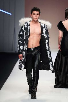 7CRASH Fall-Winter 2017 - Shanghai Fashion Week Winter 2017, Fall Winter, Mens Fur, Warm Outfits, Male Style, Men's Style, Shanghai, Squats, Latest Trends