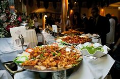 Indian Wedding Food, Indian Wedding Pictures, Buffet Set Up, Food Buffet, Buffets, Wedding Decorations Pictures, Wedding Photo Gallery, Indian Food Recipes, Ethnic Recipes