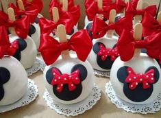 New cake pops mickey mouse ideas 51 Ideas Cake Pops Mickey Mouse, Minnie Mouse Birthday Decorations, Minnie Mouse Cookies, Bolo Minnie, Red Minnie Mouse, Birthday Candy, Mickey Mouse Birthday, Cake Birthday, Apple Decorations