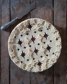 Beautiful cranberry and cherry pie with cutout and appliqued flared stars pie crust - Karin Pfeiff Boschek Creative Pie Crust, Beautiful Pie Crusts, Pie Crust Designs, Pie Decoration, Pies Art, Thanksgiving Pies, Pie Crust Recipes, Sweet Pie, No Bake Pies
